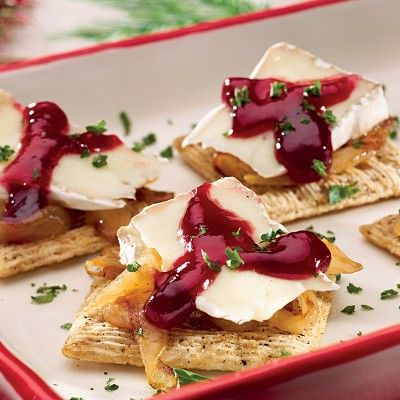 Caramelized_Onion_Brie_and_Raspberry_Triscuit